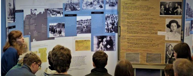 """Rückblick Wanderausstellung """"Deine Anne. Ein Mädchen schreibt Geschichte"""" und """"Im Schatten von Ausschwitz"""" im Rostock Freizeitzentrum 18.11. – 19.12.2019"""